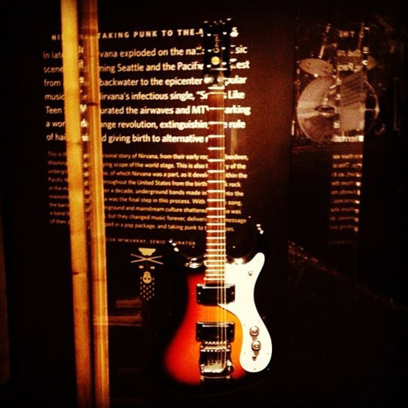 Mosrite_Mark_IV_Gospel_(1960s),_Kurt_Cobain's,_Nirvana_exhibit,_EMP,_2012,_by_evan_p._cordes